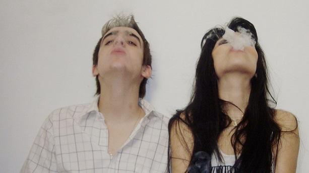 Le coppie che fumano marijuana insieme durano più a lungo