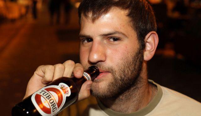 20 buoni motivi per fidanzarsi con un uomo che beve birra